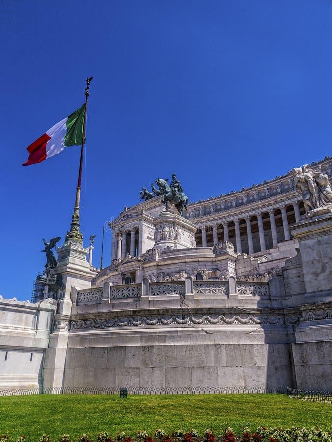 Il monumento a re Vittorio Emanuele 2 nella piazza Venezia a Roma fotografia stock