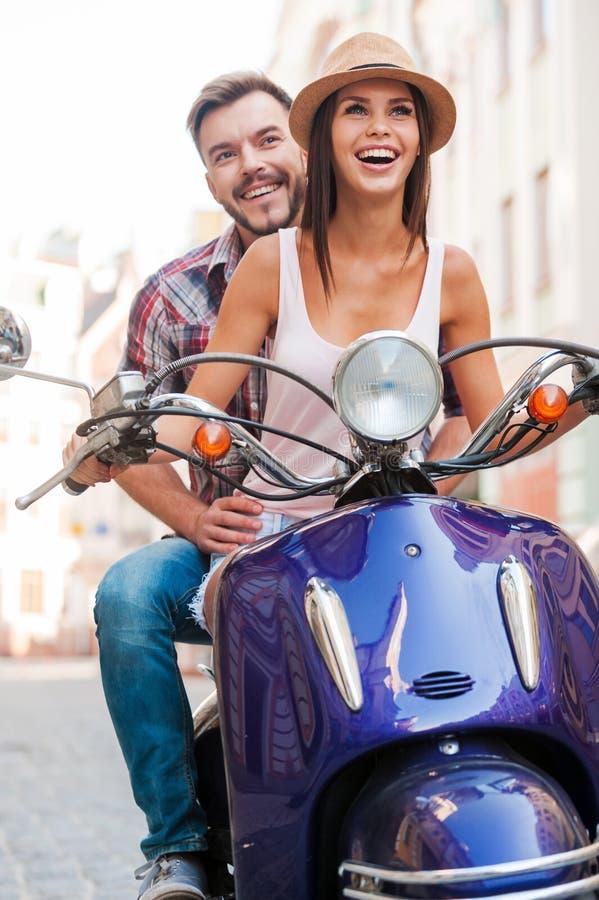 Il motorino di guida è un tal divertimento! fotografia stock libera da diritti