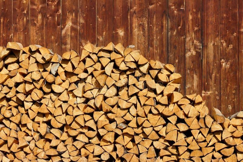 Il mucchio di legno registra il fondo fotografia stock libera da diritti