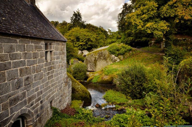 Il mulino a acqua bretone di Huelgoat, Francia fotografia stock