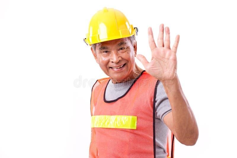 Il muratore felice e sorridente che indica su 5 dita gesture fotografia stock