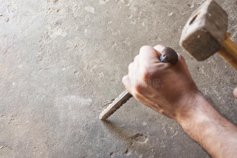 Il muratore lavora il funzionamento degli uomini fotografie stock