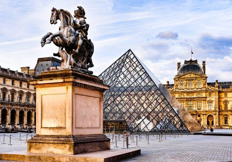 Il museo del Louvre fotografia stock libera da diritti