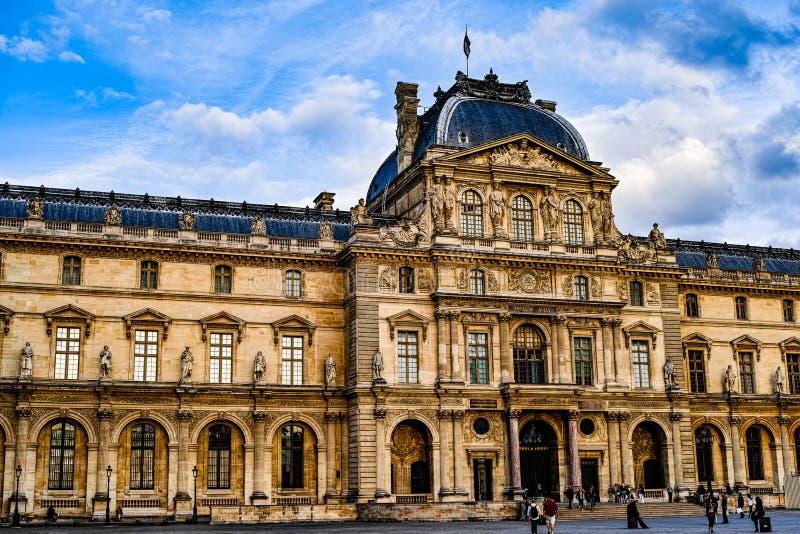 Il museo del Louvre immagine stock