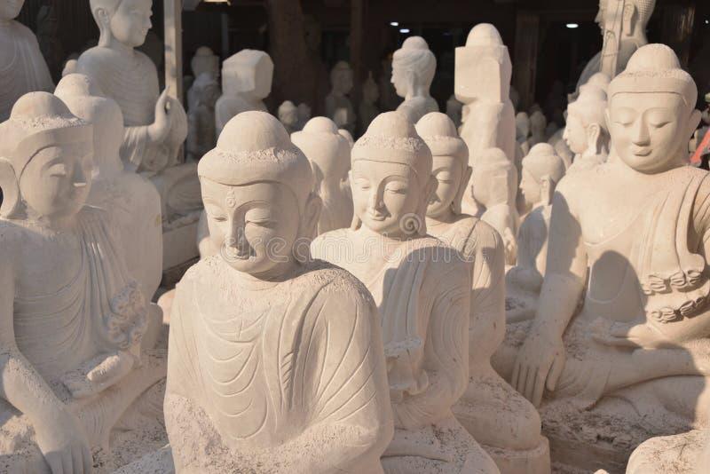 Il Myanmar Rangoon handcraft la scultura Buddha immagini stock libere da diritti