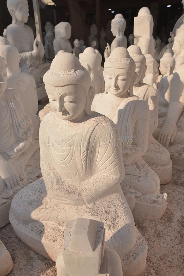 Il Myanmar Rangoon handcraft la scultura Buddha fotografia stock