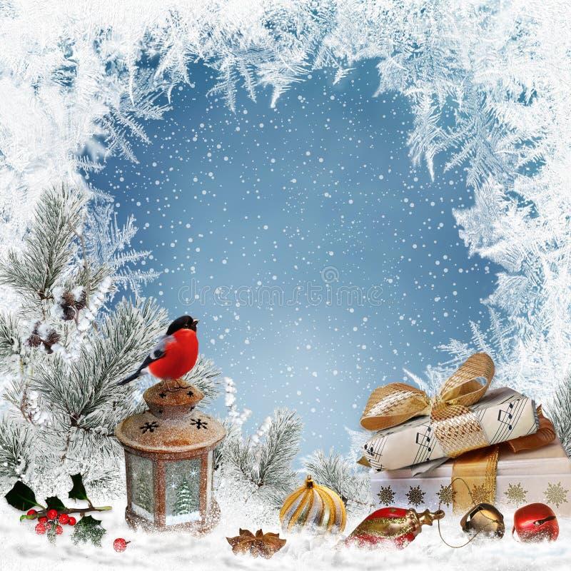 Il Natale che accoglie il fondo con il posto per testo, regali, ciuffolotto, lanterna, decorazioni di natale, pino si ramifica illustrazione di stock