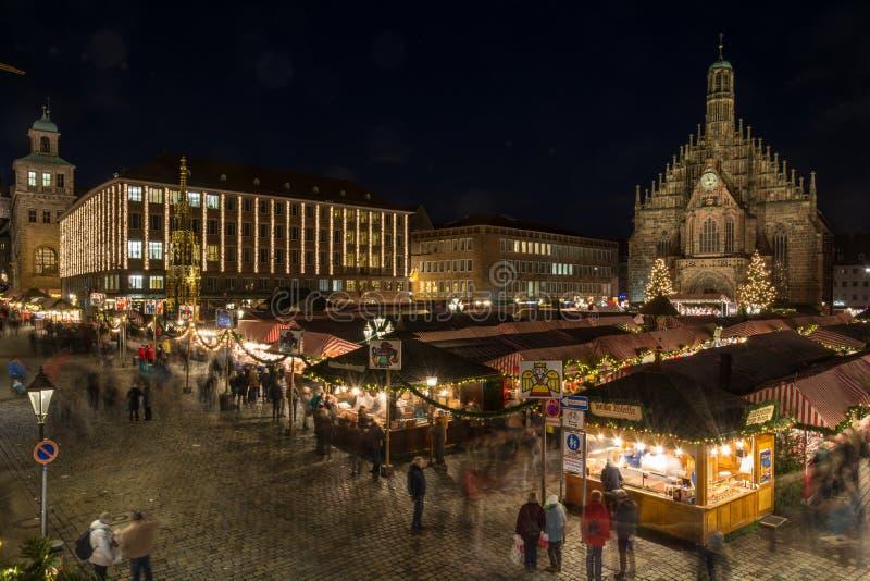 Il Natale commercializza a Norimberga alla notte fotografie stock libere da diritti