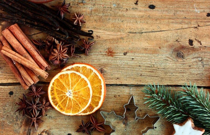 Il Natale confina con le spezie tradizionali immagini stock libere da diritti