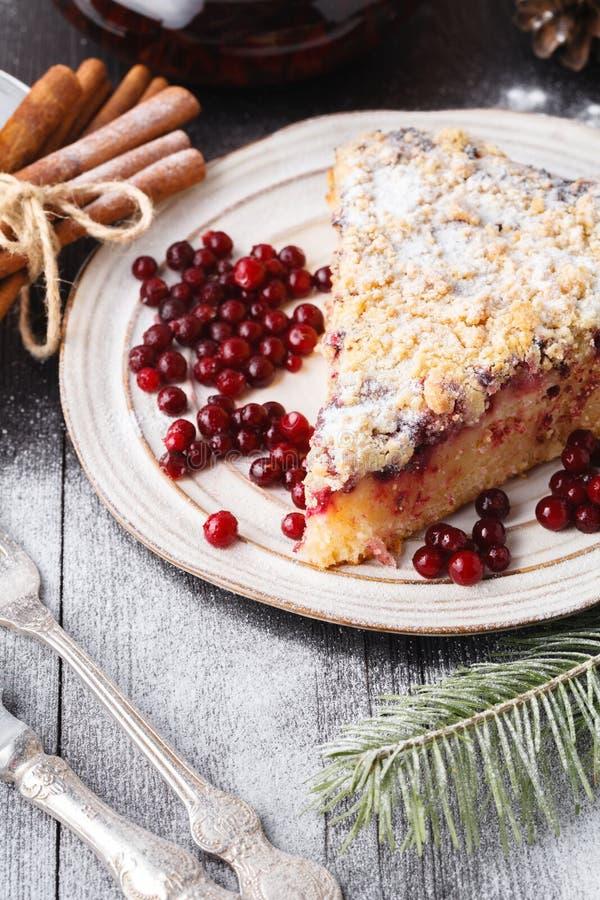 Il Natale fruttifica dolce, budino sul piatto bianco Decorazione di natale immagini stock