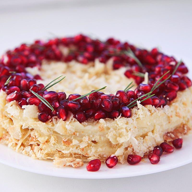 Il Natale fruttifica dolce, budino sul piatto bianco Dessert tradizionale del nuovo anno immagine stock libera da diritti