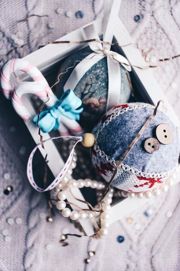 Il Natale gioca il nuovo anno della decorazione dell'albero dei coriandoli della caramella delle palle fotografie stock