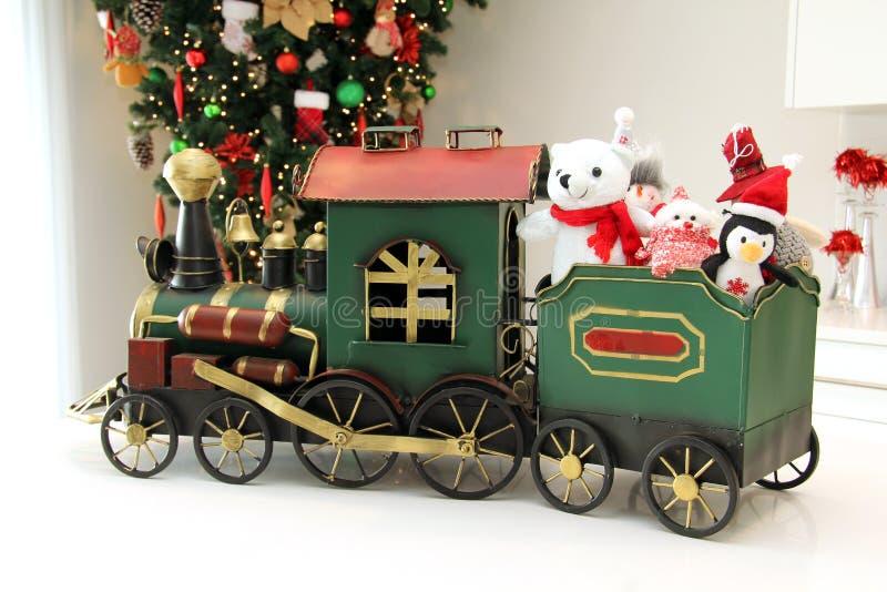 Il Natale prepara l'ornamento con gli animali farciti fotografia stock libera da diritti