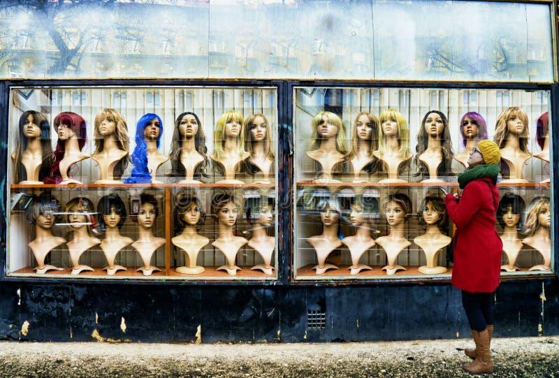 Il negozio della parrucca immagini stock