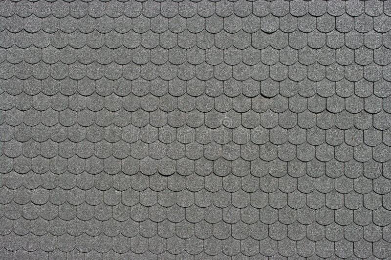 Il nero ha coperto di tegoli il tetto fotografia stock