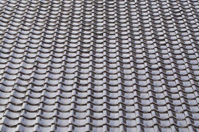 Il nero ha piastrellato il tetto nello stile giapponese fotografia stock libera da diritti