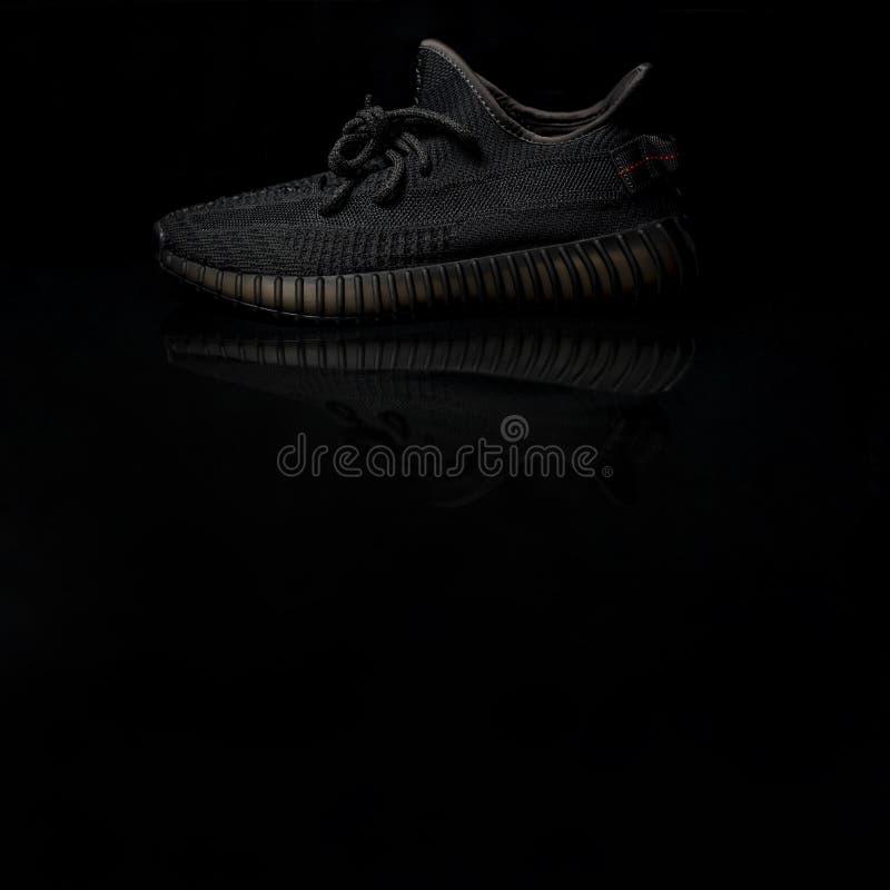 Il nero V2 di spinta 350 di Adidas Yeezy fotografia stock libera da diritti