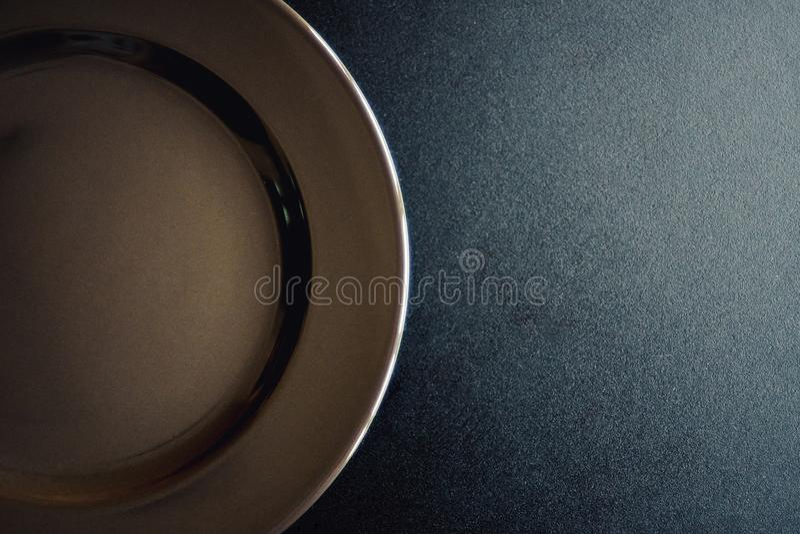 Il nero vuoto del piatto immagine stock