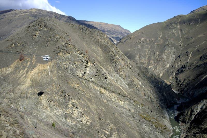 Il Nevis Bungy salta la casa in mezzo alla montagna fotografie stock libere da diritti