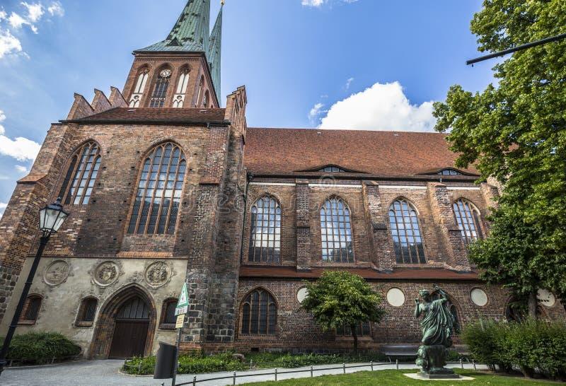 Il Nikolaikirche è la più vecchia chiesa a Berlino immagine stock libera da diritti