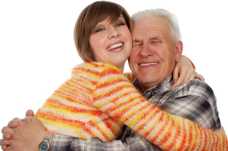 Il nipote felice abbraccia un grandad felice fotografia stock