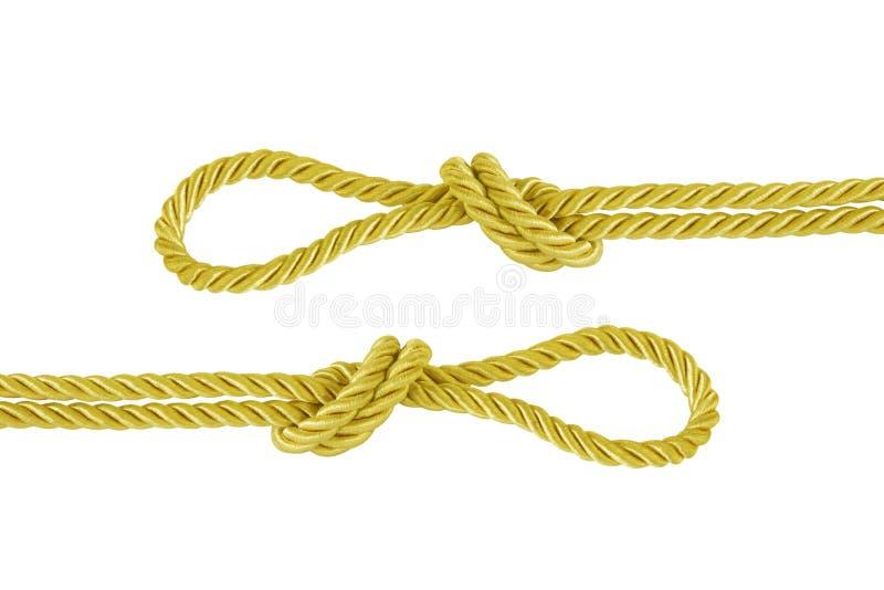 Il nodo della corda dell'oro isolato su fondo bianco fotografia stock libera da diritti