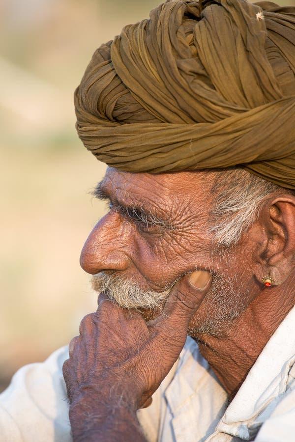 Download Il Nomade Indiano Ha Assistito Al Cammello Annuale Mela Di Pushkar Fotografia Stock Editoriale - Immagine di giusto, bestiame: 56882508