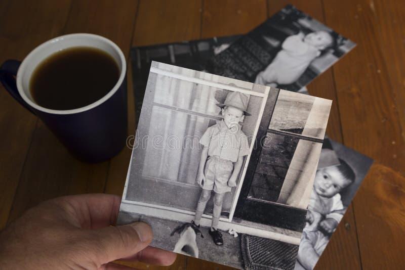 Il nostalgico esamina il passato fotografia stock