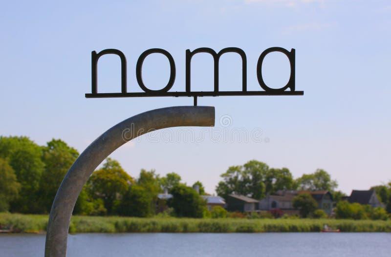 Il nuovo NOMA Segnale stradale di logo del ristorante NOMA - uno della stella di Michelin di migliori ristoranti nel mondo, carat immagine stock