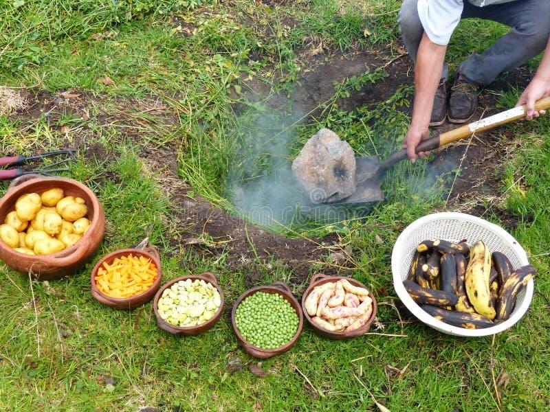 Il pachamanca è un rituale ancestrale degli indigeni delle Ande fotografie stock
