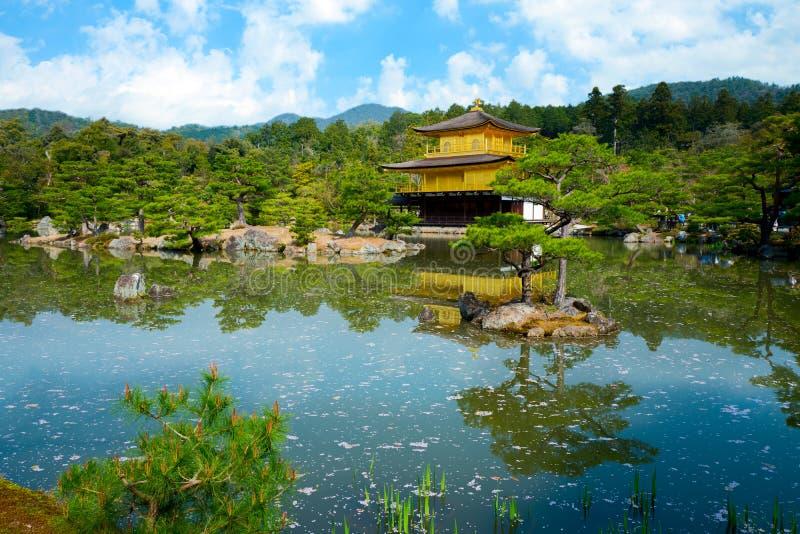 Il padiglione dorato, tempio di Kinkakuji a Kyoto, Giappone fotografia stock libera da diritti