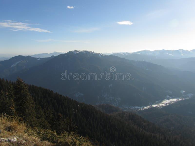 Il paesaggio della montagna, scala la montagna fotografia stock
