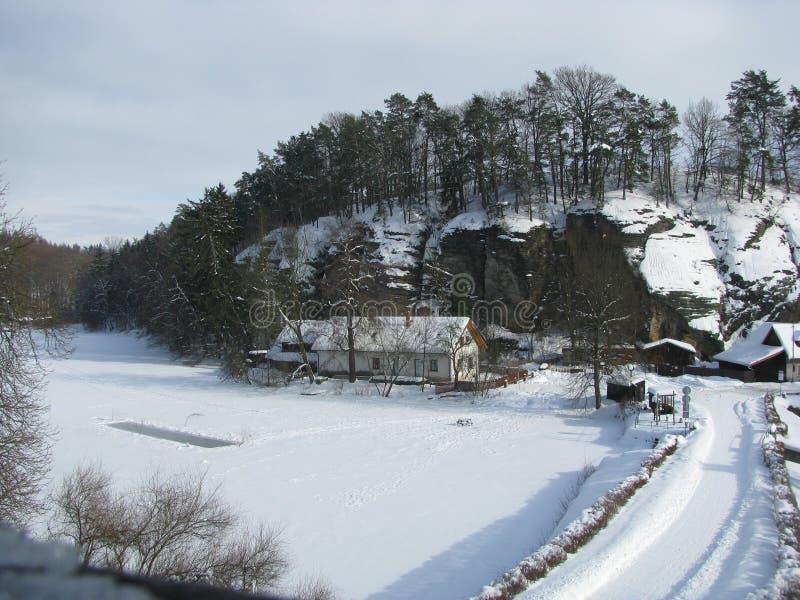 Il paesaggio di inverno vicino a Hrad Kost, castello di Kost, repubblica Ceca fotografie stock libere da diritti
