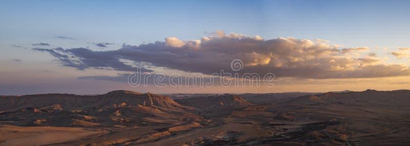 Il paesaggio in Ramon Crater, Israele immagini stock