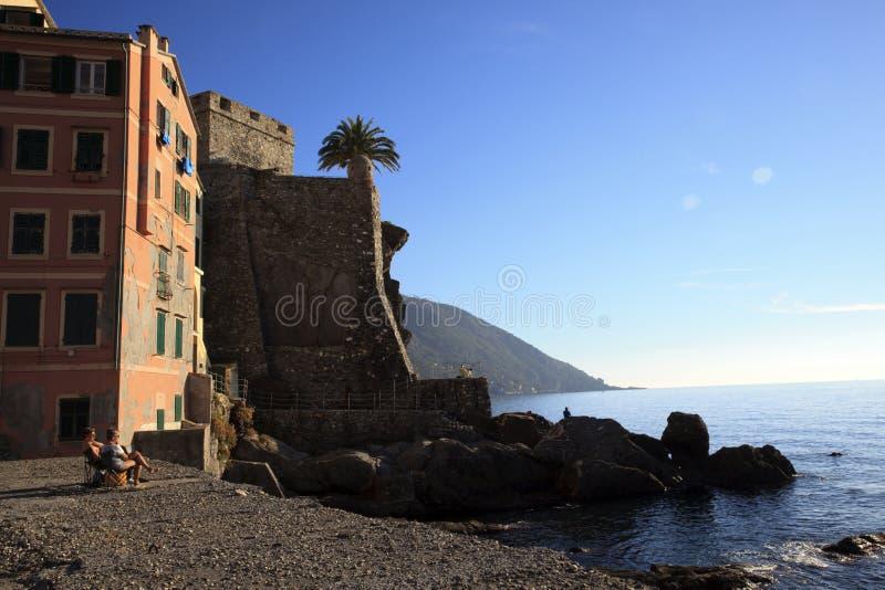 Il paesino di pescatori di Camogli, golfo di Paradise, parco nazionale di Portofino, Genova, Liguria, Italia fotografie stock libere da diritti