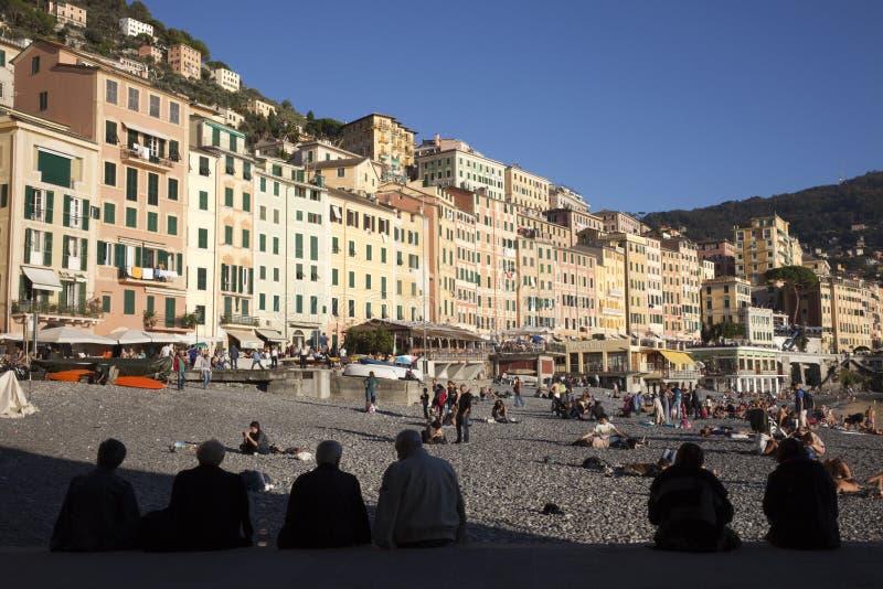 Il paesino di pescatori di Camogli, golfo di Paradise, parco nazionale di Portofino, Genova, Liguria, Italia fotografia stock libera da diritti