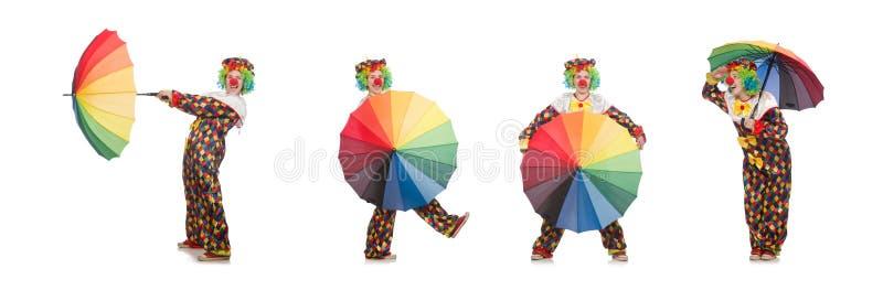 Il pagliaccio con l'ombrello isolato su bianco immagine stock
