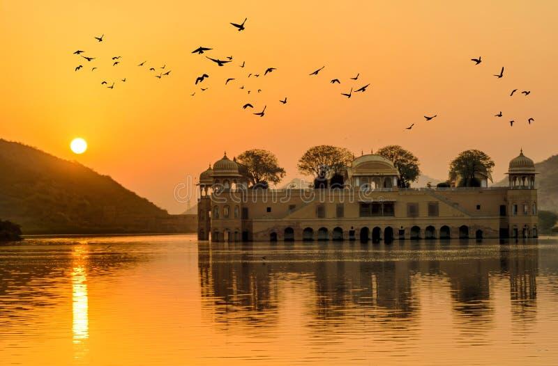 Il palazzo dell'acqua ad alba Ragiastan Jaipur fotografia stock libera da diritti