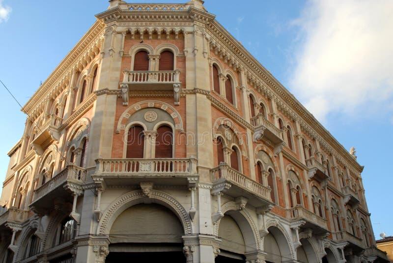 Il palazzo di Debite soleggiato nel delle Erbe della piazza a Padova ha individuato in Veneto (Italia) immagini stock libere da diritti