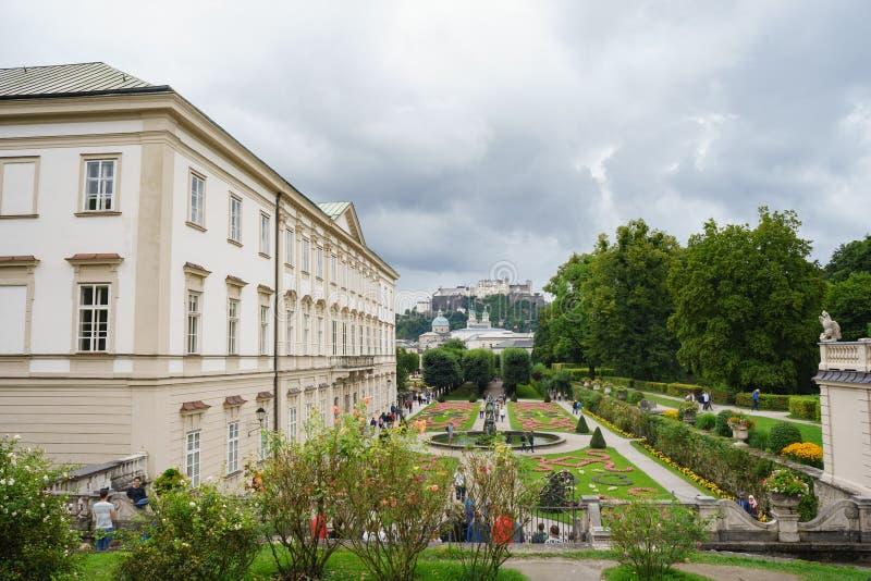 Il palazzo di Mirabell ed i suoi giardini, Salisburgo, Austria fotografie stock libere da diritti