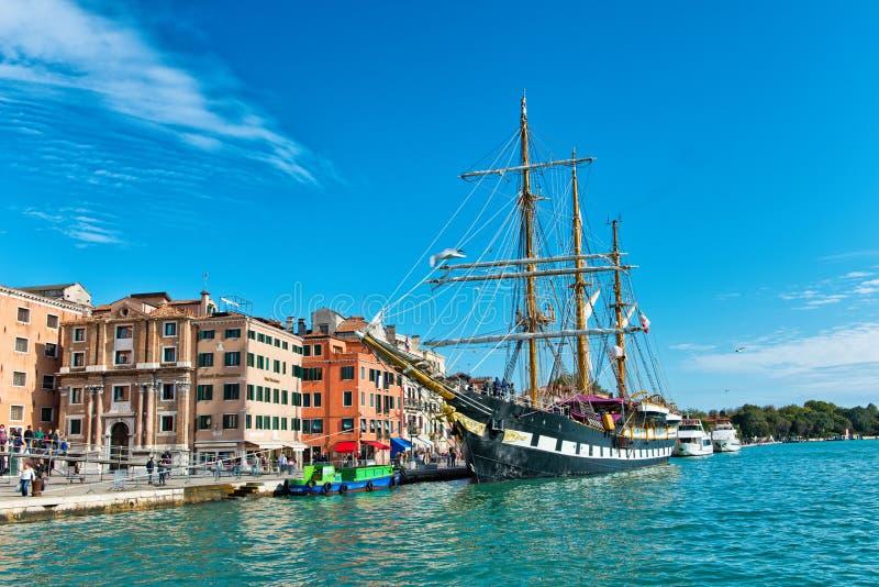 Il Palinuro attraccato a Venezia, Italia fotografie stock