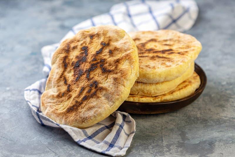 Il pane turco tradizionale ha chiamato il bazlama fotografia stock libera da diritti