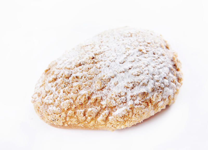 Il panino di recente cotto ha impolverato con la polvere dello zucchero fotografia stock