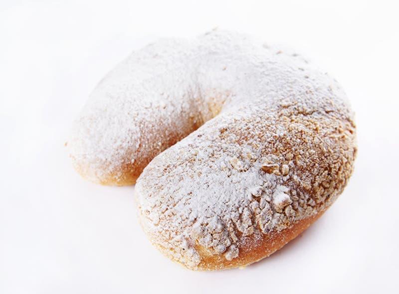 Il panino fresco ha impolverato con la polvere dello zucchero immagini stock libere da diritti
