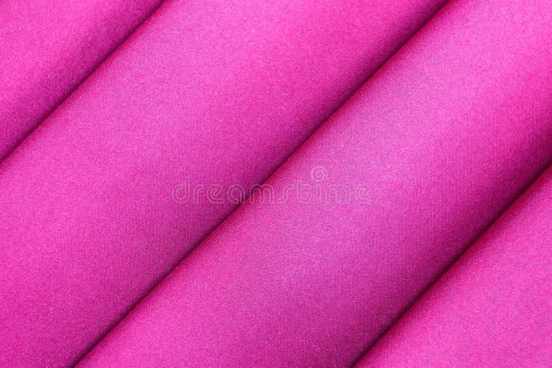 Il panno di lusso del fondo astratto porpora o il materiale ondulato liquido o dell'onda dei popolare, della seta o del raso con  fotografia stock