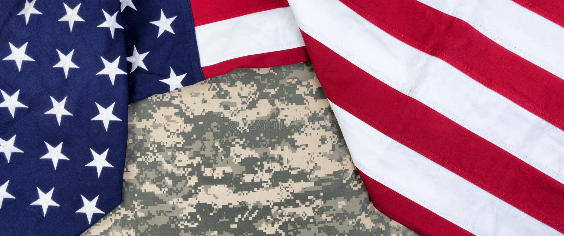 Il panno Stati Uniti diminuisce con l'uniforme militare nella vista sopraelevata fotografie stock libere da diritti