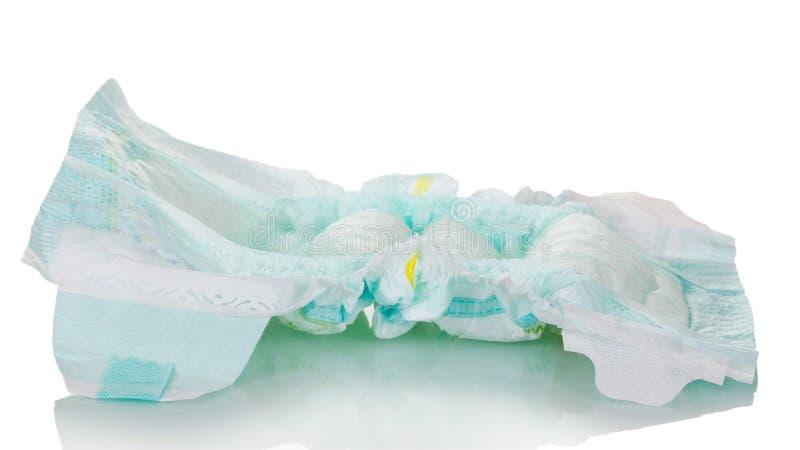 Il pannolino eliminabile utilizzato è isolato su fondo bianco immagine stock libera da diritti