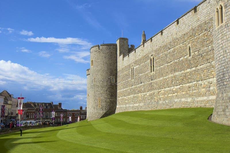 Il panorama del castello di Windsor e le grande parcheggiano, l'Inghilterra fotografia stock