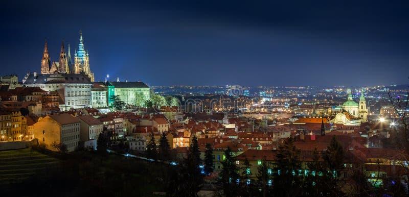 Il panorama della notte di Praga immagini stock libere da diritti
