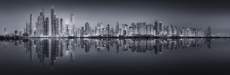 Il panorama di bellezza del Dubai, in bianco e nero immagini stock libere da diritti